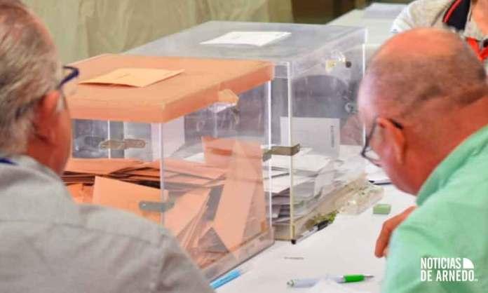 Urnas de votación en una de las mesas electorales en Arnedo