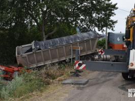 Rescate del camión accidentado en la Vía Verde de Arnedo