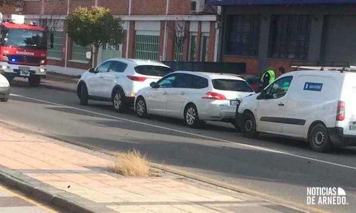 Vehículos implicados en un accidente de tráfico en la Avenida de Quel de Arnedo