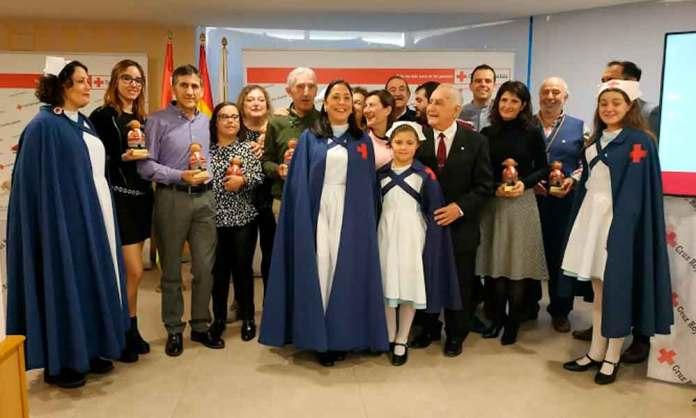 Foto de familia de galardonados en el Día del Voluntariado de Cruz Roja en La Rioja 2019