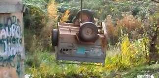 Carro del vehículo precipitado sobre el río Cidacos en Arnedo en el que viajaban los animales