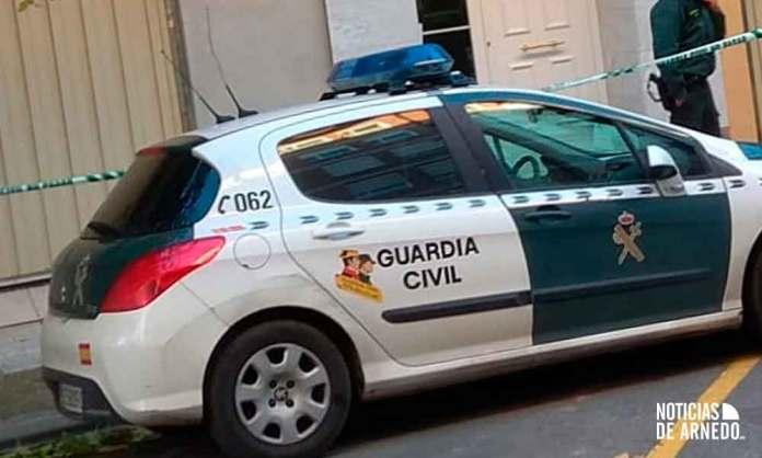 Efectivos de la Guardia Civil en la zona donde ha aparecido el cuerpo de la mujer