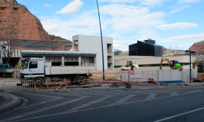 Obras de urbanización en el entorno del Centro de Salud de Arnedo, en Avenida Benidorm