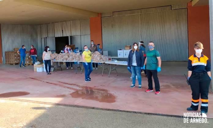 Reparto de material sanitario en el Arnedo Arena para la reapertura de comercios