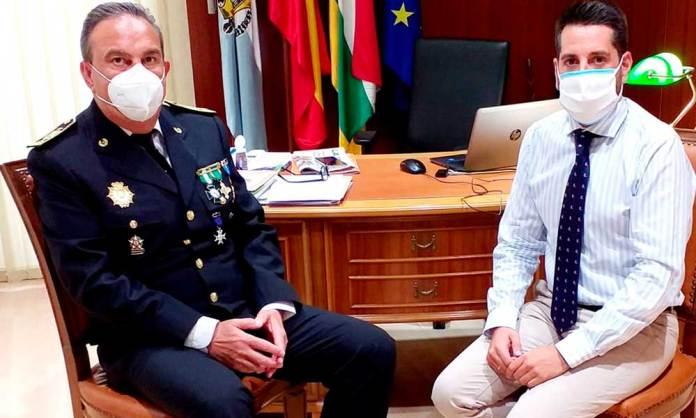 José Antonio Rioja y Javier García, en el despacho de Alcaldía en Arnedo