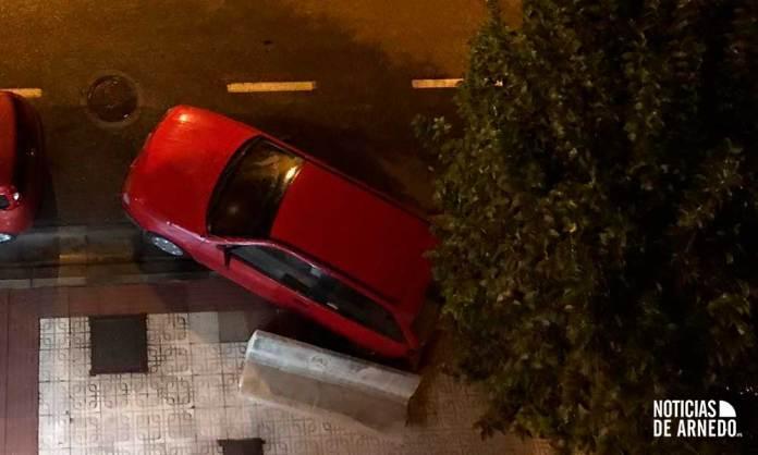 Vehículo dañado tras el impacto de otro en Federico Garccía Lorca de Arnedo