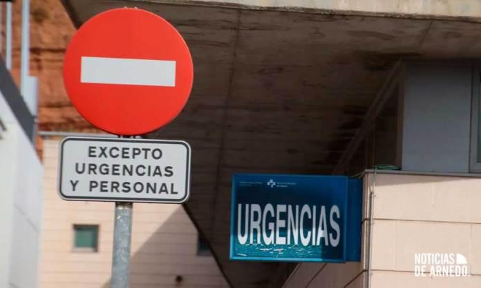 Señalización en el acceso a Urgencias del Centro de Salud de Arnedo