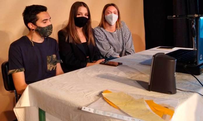 Alumnos del IES Virgen de Vico defendiendo su proyecto telemáticamente
