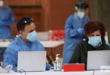 Trabajadores del SERIS en el dispositivo de cribado masivo de antígenos en el Arnedo Arena