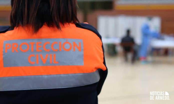 Voluntaria de Protección Civil en el dispositivo de cribado masivo de antígenos del Arnedo Arena en noviembre 2020