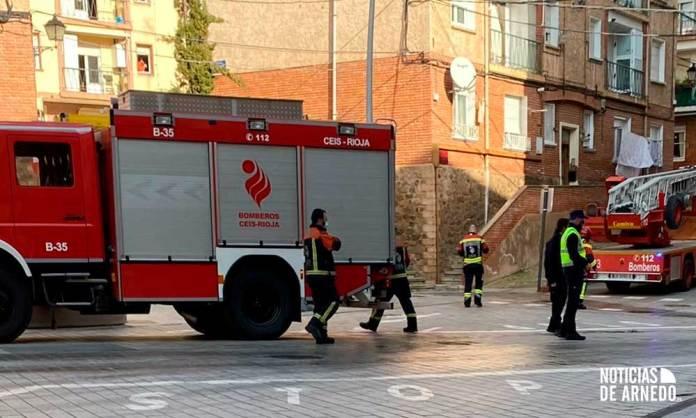 Bomberos del CEIS Rioja en el incendio de Plaza San Vicente de Arnedo