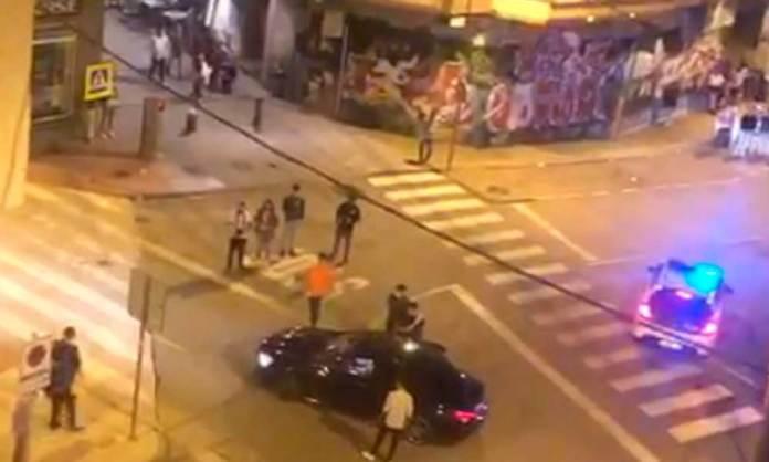 Momento en que la Guardia Civil traslada al hombre detenido