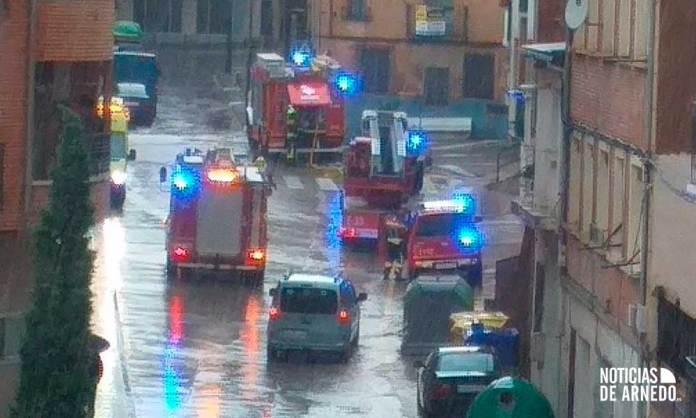 Bomberos del CEIS Rioja en el incendio de una vivienda en Arnedo