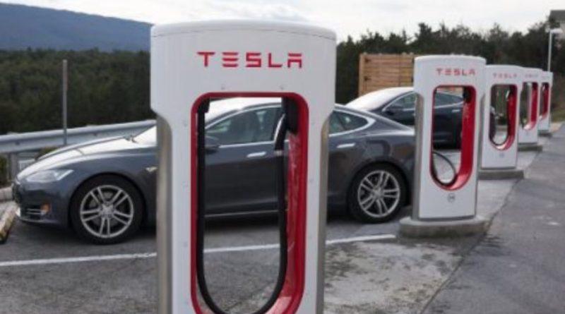 JP Morgan fija el precio objetivo de Tesla en 90 dólares
