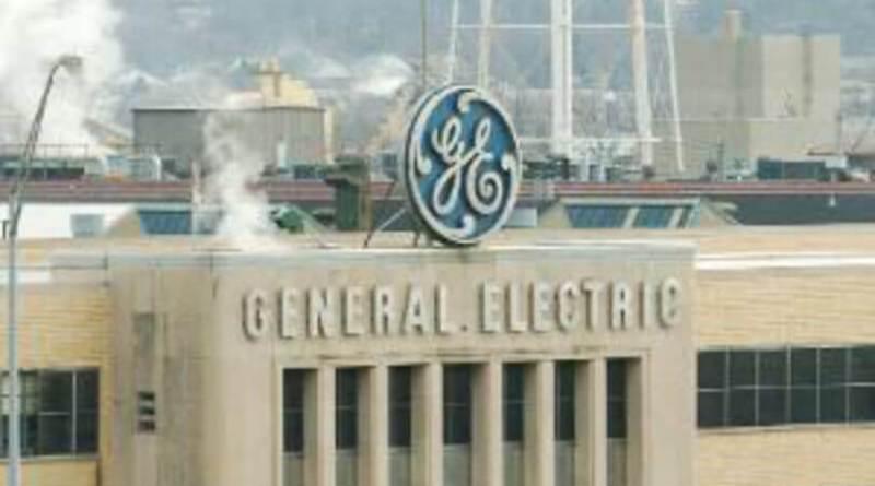 General Electric pierde 20.342 millones y recorta el dividendo