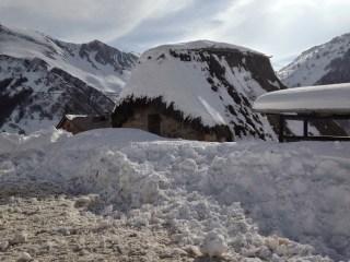 Somiedo y Allande continúan despejando la nieve 2