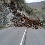 Nuevo desprendimiento en la carretera entre Cangas e Ibias