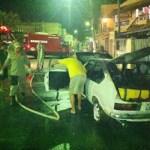 Carro pega fogo no Centro de São Pedro da Aldeia