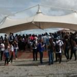 MANIFESTAÇÃO – Alunos e professores fecham avenida de São Pedro, RJ, em protesto