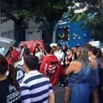 CABO FRIO – Professores e alunos da rede estadual fazem ato no Centro de Cabo Frio