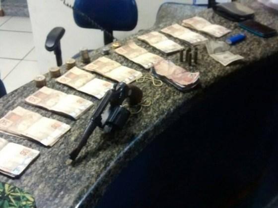 Dinheiro foi roubado dentro de casa no bairro Jaconé