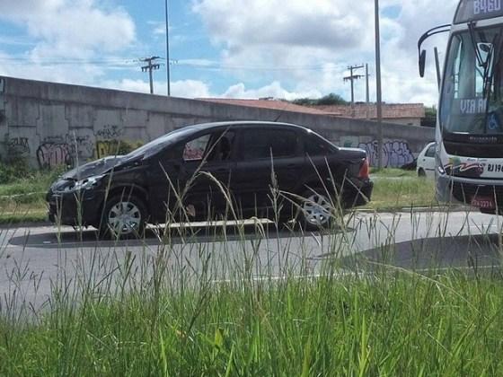 Mulher foi atropelada por carro de passeio em São Pedro da Aldeia  Jéssica BorgesG1