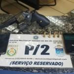 AÇÕES POLICIAIS – PM detém 2 com arma e munições após denúncia em Cabo Frio