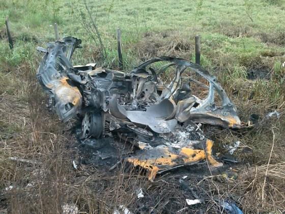 Carro ficou irreconhecível após explodir; motorista morreu