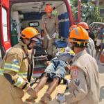 ACIDENTE – Motociclista é lançado para baixo de ônibus após ser atingido por carro