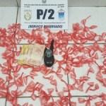 AÇÕES POLICIAIS – Jovem é preso com drogas e rádio transmissor em Cabo Frio