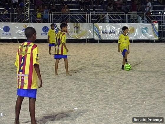 Projeto David e Barcelona goleiam no 33º Fest Verão de São Pedro da Aldeia 1