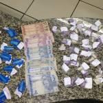 AÇÕES POLICIAIS – MULHER É PRESA COM DROGAS NO MORRO DOS MILAGRES, SÃO PEDRO DA ALDEIA