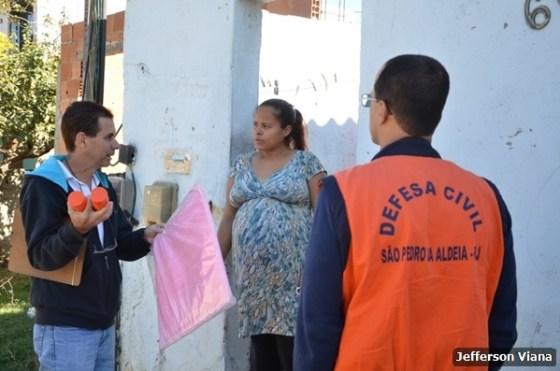 Prefeitura aldeense realiza ação contra Aedes Aegypiti e entrega material para prevenção 5