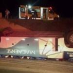 ACIDENTE – Acidente envolve ônibus e carreta na BR-101 e deixa 30 feridos