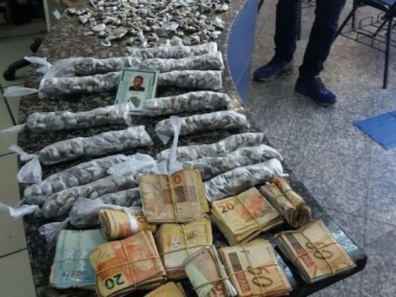 Mais de R$ 20 mil, dinheiro que seria do tráfico, foi apreendido
