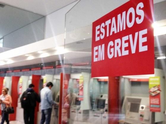 Bancários decretaram greve a partir desta terça-feira
