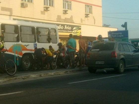 acidente-entre-onibus-e-moto-na-rj-140