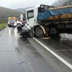 ACIDENTE – Homem morre em acidente entre dois caminhões e dois carros na BR-101