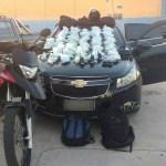 AÇÕES POLICIAIS – Cinco são detidos em carro roubado com cocaína em Tamoios, Cabo Frio