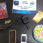 AÇÕES POLICIAIS – Dois são flagrados com cocaína e revólver em Araruama