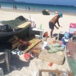 CABO FRIO – Acampamentos irregulares são removidos de praia em Cabo Frio