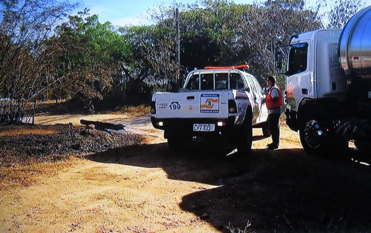 SÃO PEDRO DA ALDEIA - Incêndio atinge área de preservação ambiental em São Pedro da Aldeia