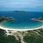 CABO FRIO – Pescador morre arrastado por onda em pedra na Praia das Conchas, em Cabo Frio