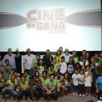 """SÃO PEDRO DA ALDEIA – Prefeito Cláudio Chumbinho acompanha encerramento do projeto cultural """"Cine em Cena"""" em São Pedro da Aldeia"""