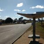 AÇÕES POLICIAIS – Homem morre depois de levar quatro tiros em ponto de ônibus na RJ-140