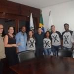 SÃO PEDRO DA ALDEIA – PREFEITO CLÁUDIO CHUMBINHO RECEBE VISITA DE ALUNOS PARTICIPANTES DA OLIMPÍADA DE CARTOGRAFIA