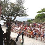 EVENTO – Concerto emociona moradores e turistas na Praia do Forte, em Cabo Frio