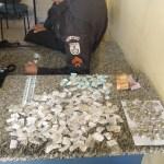AÇÕES POLICIAIS – Homem é detido com crack, cocaína e maconha ao tentar fugir da PM em São Pedro da Aldeia