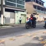 AÇÕES POLICIAIS – Tiroteio assusta e deixa moradores do bairro Jardim Esperança, em Cabo Frio, RJ, sem ônibus