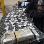 CABO FRIO – PM encontra carga de maconha e colete à prova de balas na casa de um suspeito em Cabo Frio
